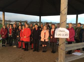 Glebe Choir Entertains Before the Fair